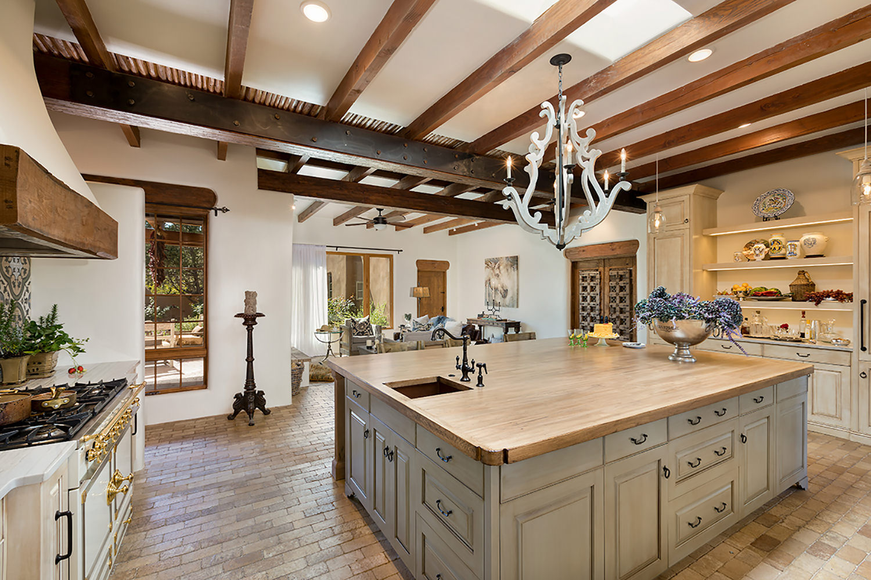 santa-fe-new-mexico-kitchen-breakfast-nook-interior-design-montgomery-home-2.jpg