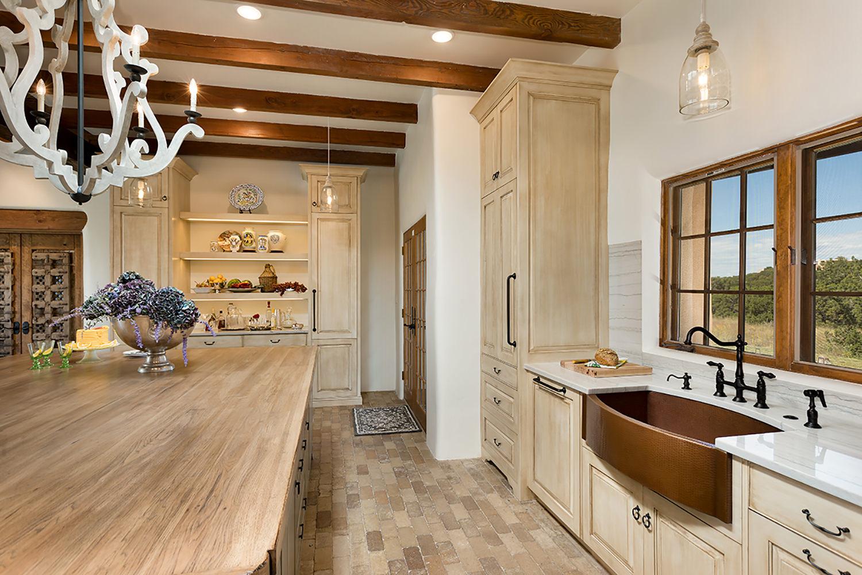 santa-fe-new-mexico-kitchen-breakfast-nook-interior-design-montgomery-home-5.jpg