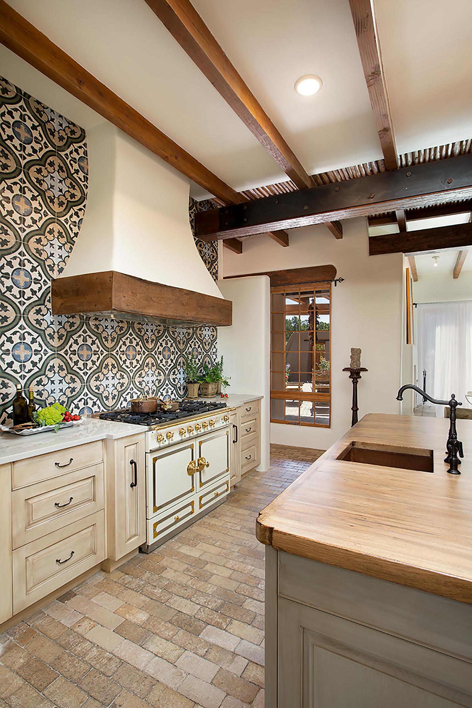 santa-fe-new-mexico-kitchen-breakfast-nook-interior-design-montgomery-home-3.jpg