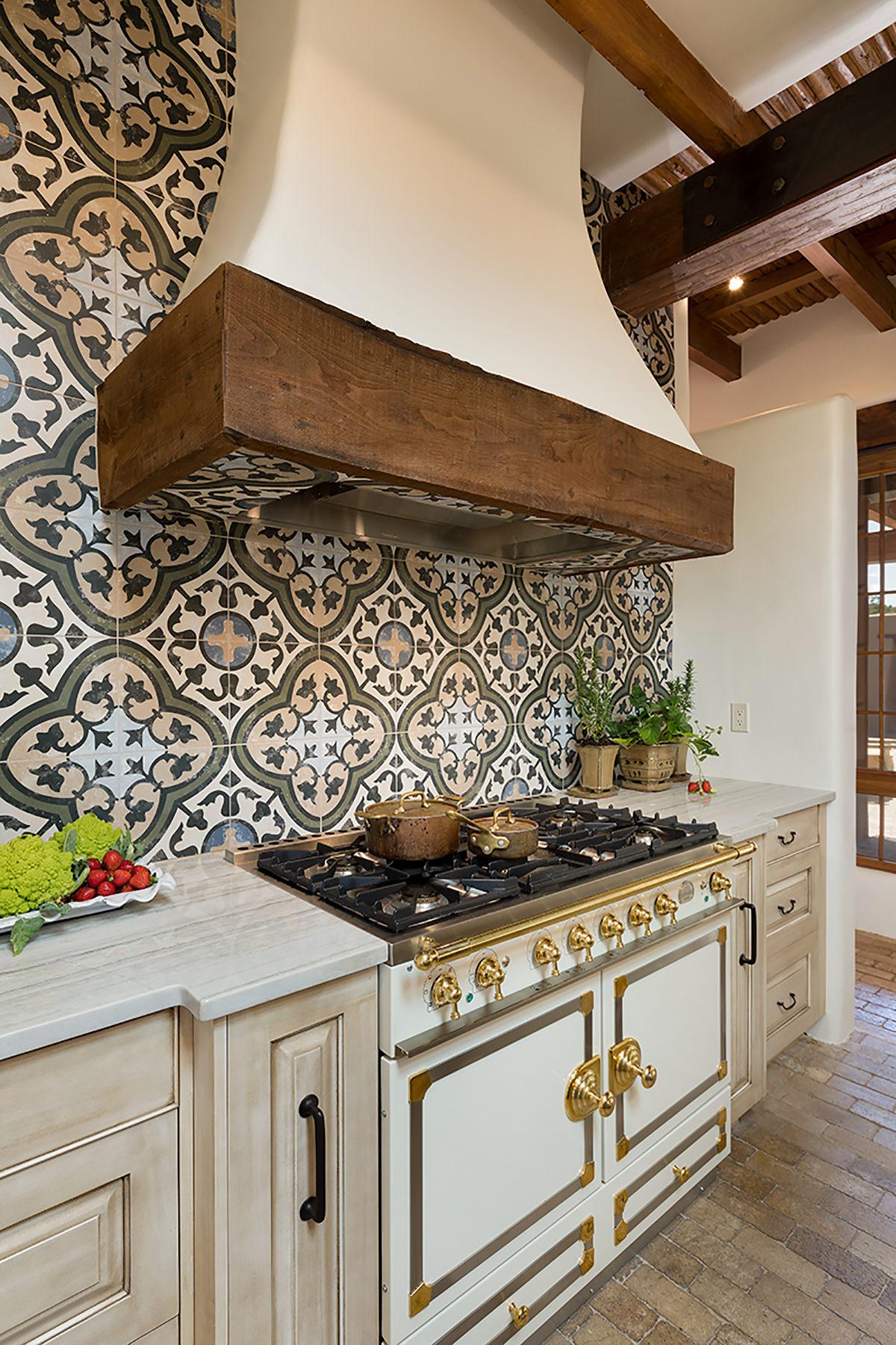 santa-fe-new-mexico-kitchen-breakfast-nook-interior-design-montgomery-home-6.jpg