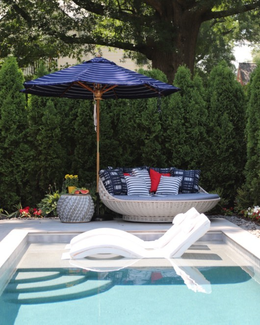 Enjoy the weekend and stay cool!  @dedon_official #kingsleybate #romofabrics.  #outdoorliving.  #poolside.  #Summertime. @montgomeryhomedesign.com