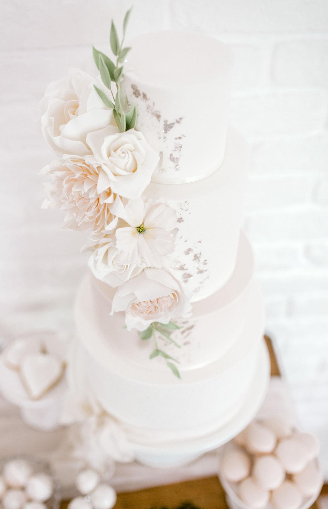 wedding-cake-sugar-flowers-blush-neutral-Essex-wedding-planner