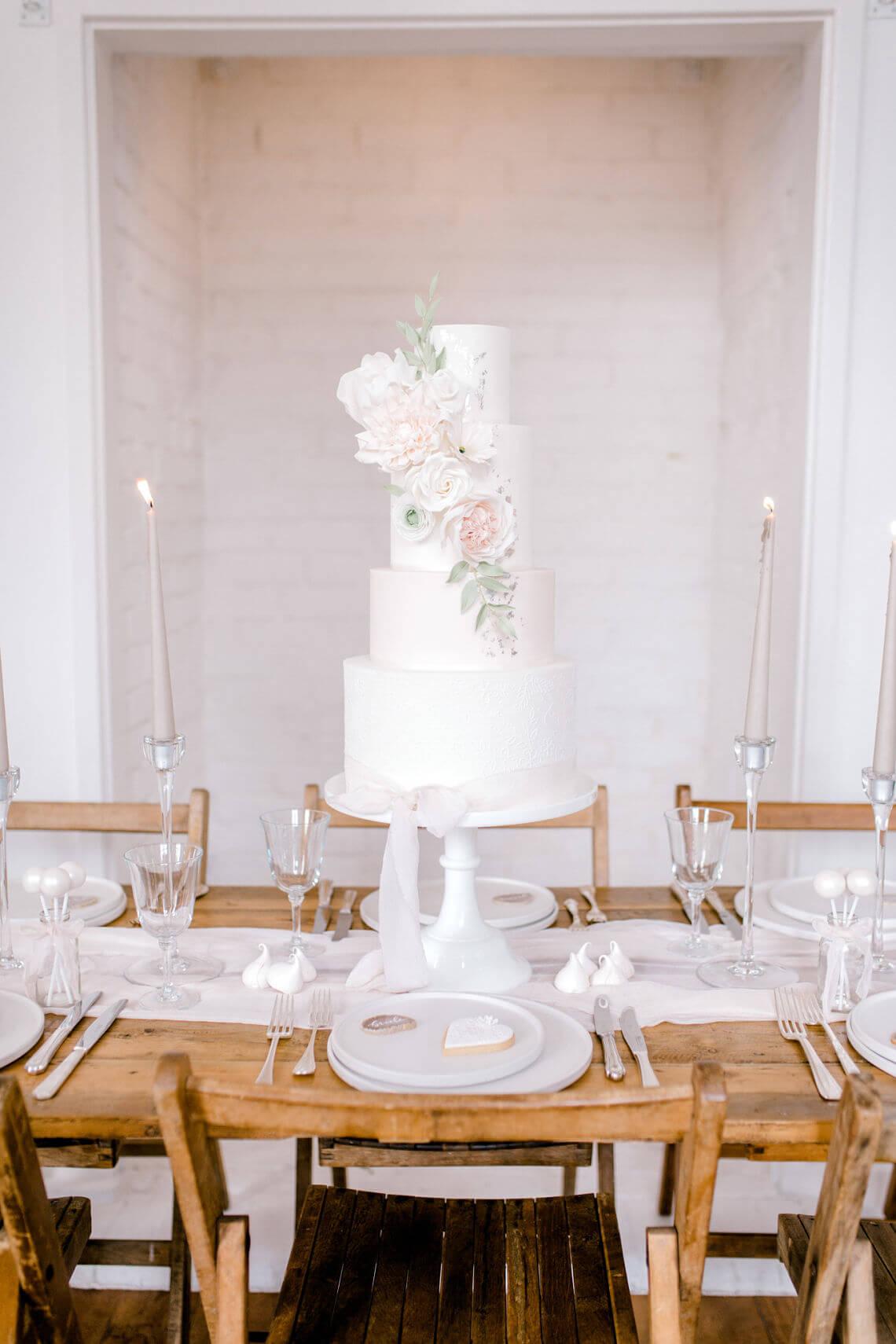 essex-wedding-cake-designer-neutral-romantic-cake-design.jpg