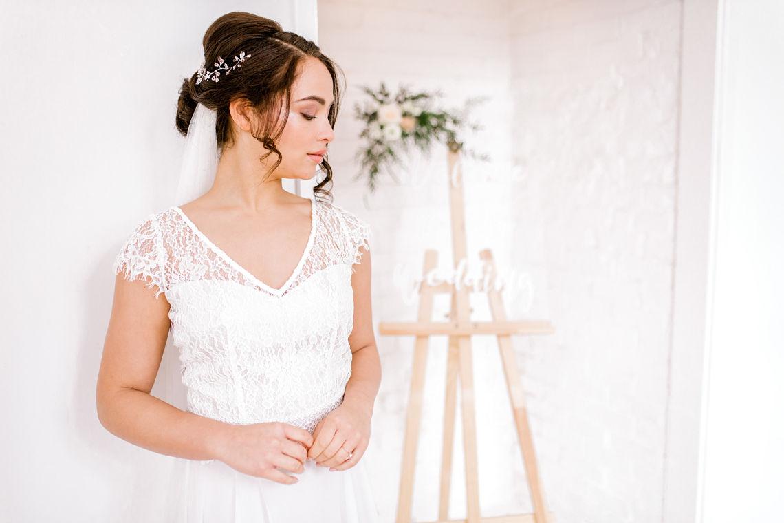 romantic-neutral-wedding-styling.jpg