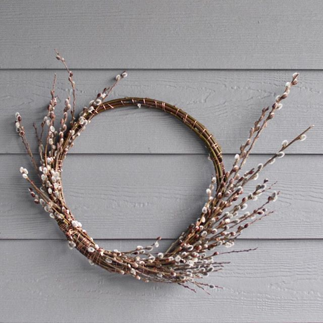 Last chance to register for my next wreath workshop! It is this Thursday at 6:30 p.m. at Studio Den in Issaquah's Gilman Village. Link in my profile. . Learn how to weave nature into your home decor and welcome each season. Renee from @studio_den is a wonderful host, and her shop always has the best fragrances. Hope to see you!