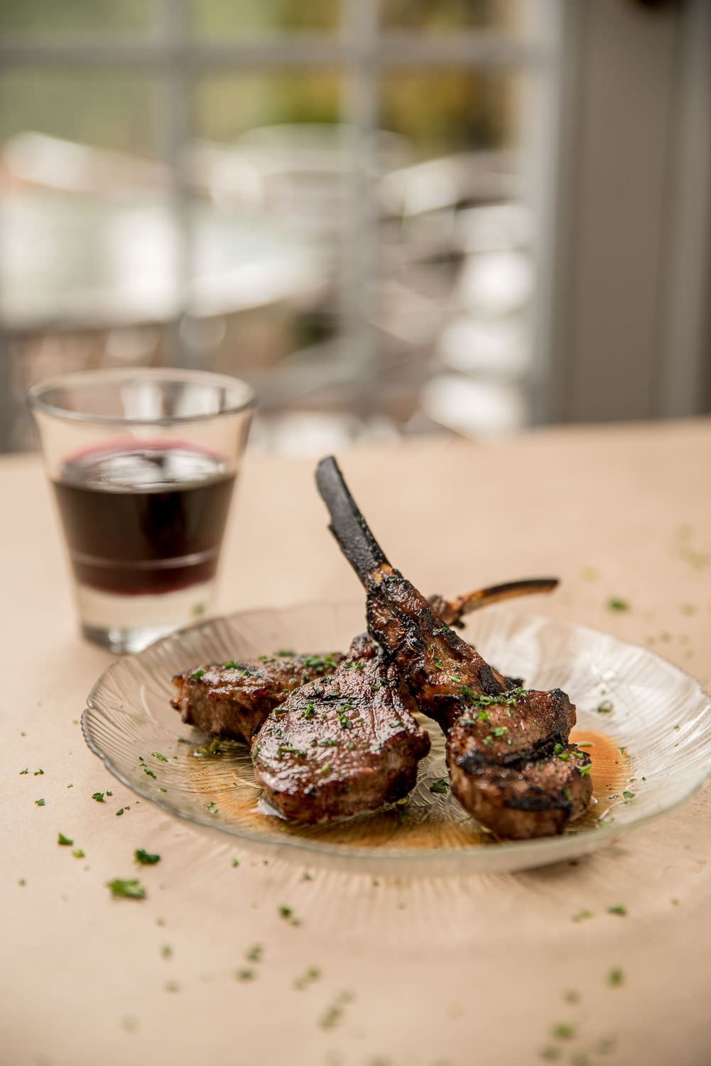 Chuletas de cordero a la parrilla - Baby lamb chops on the grill