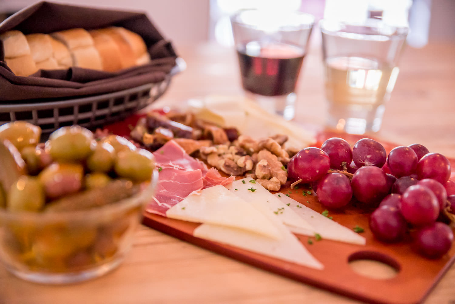 Queso, Jamon, y Aceitunas - Ham & Cheese plate with mixed marinated olives