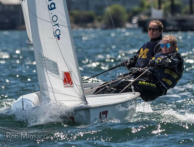 The Michigan women's team had a successful first day in Newport at Women's Semis and are excited to sail today! 📷 @rob.migliaccio.photography #mgosail #umichsailing