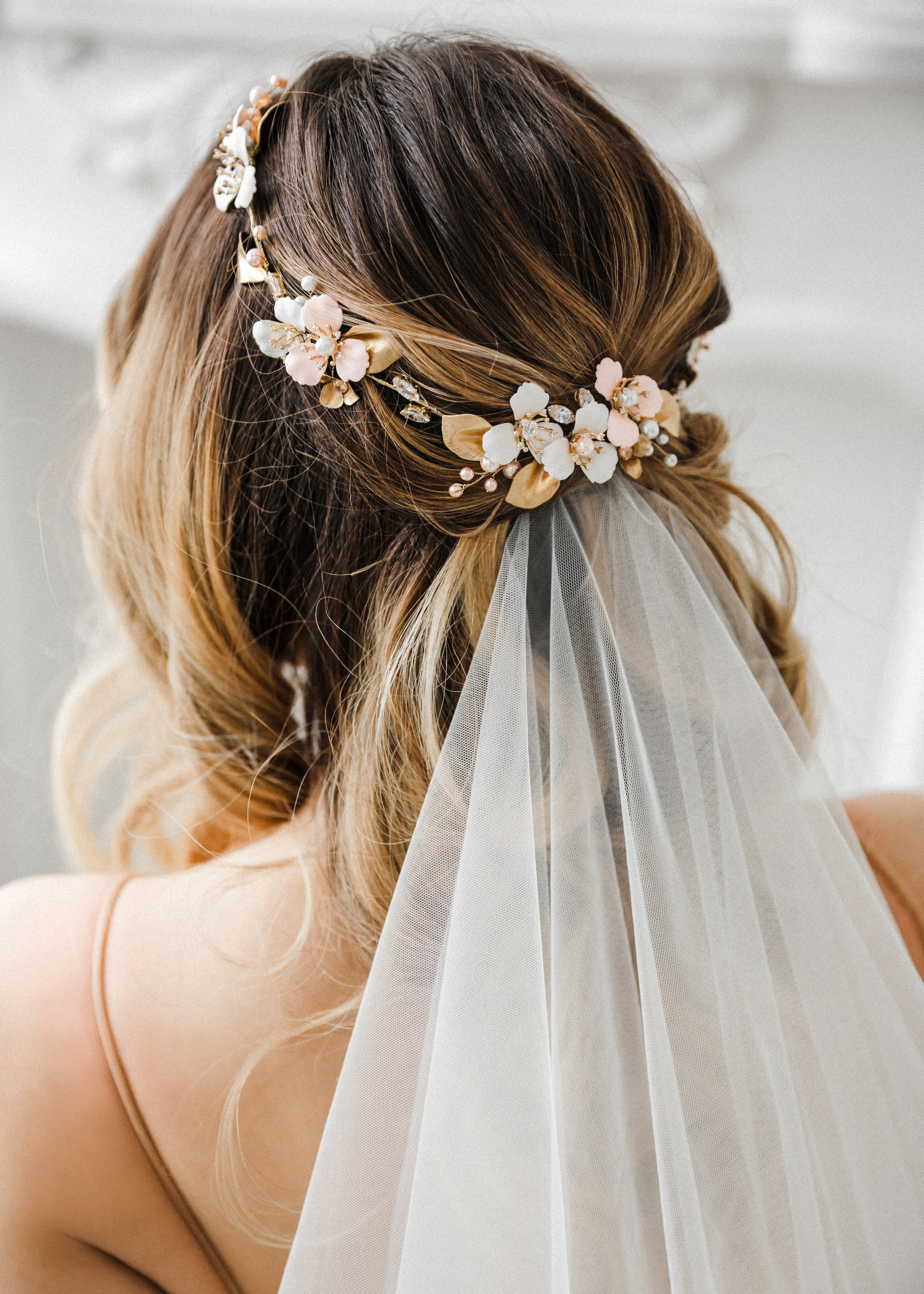 Find your perfect Wedding Headpiece - Handmade in SwitzerlandUnique DesignPossibility to Rush OrdersFree Shipping WorldwideCustomisable OrdersFast response on your questions