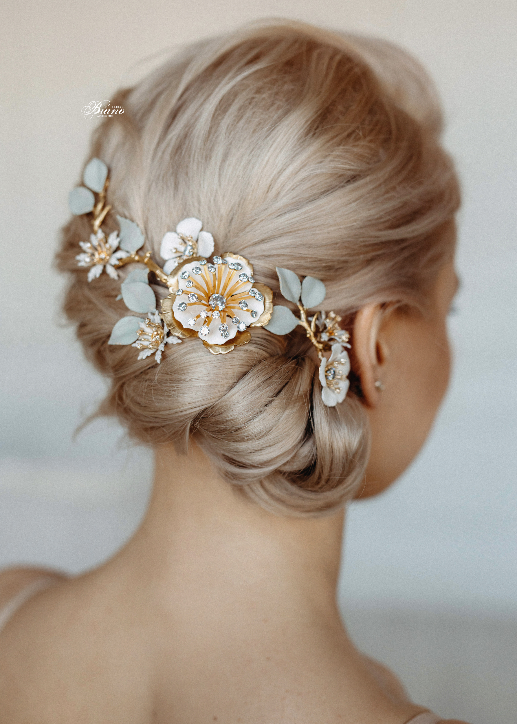 Find your perfect Bridal Hair Comb Floral - Handmade in SwitzerlandUnique DesignPossibility to Rush OrdersFree Shipping WorldwideCustomisable OrdersFast response on your questions