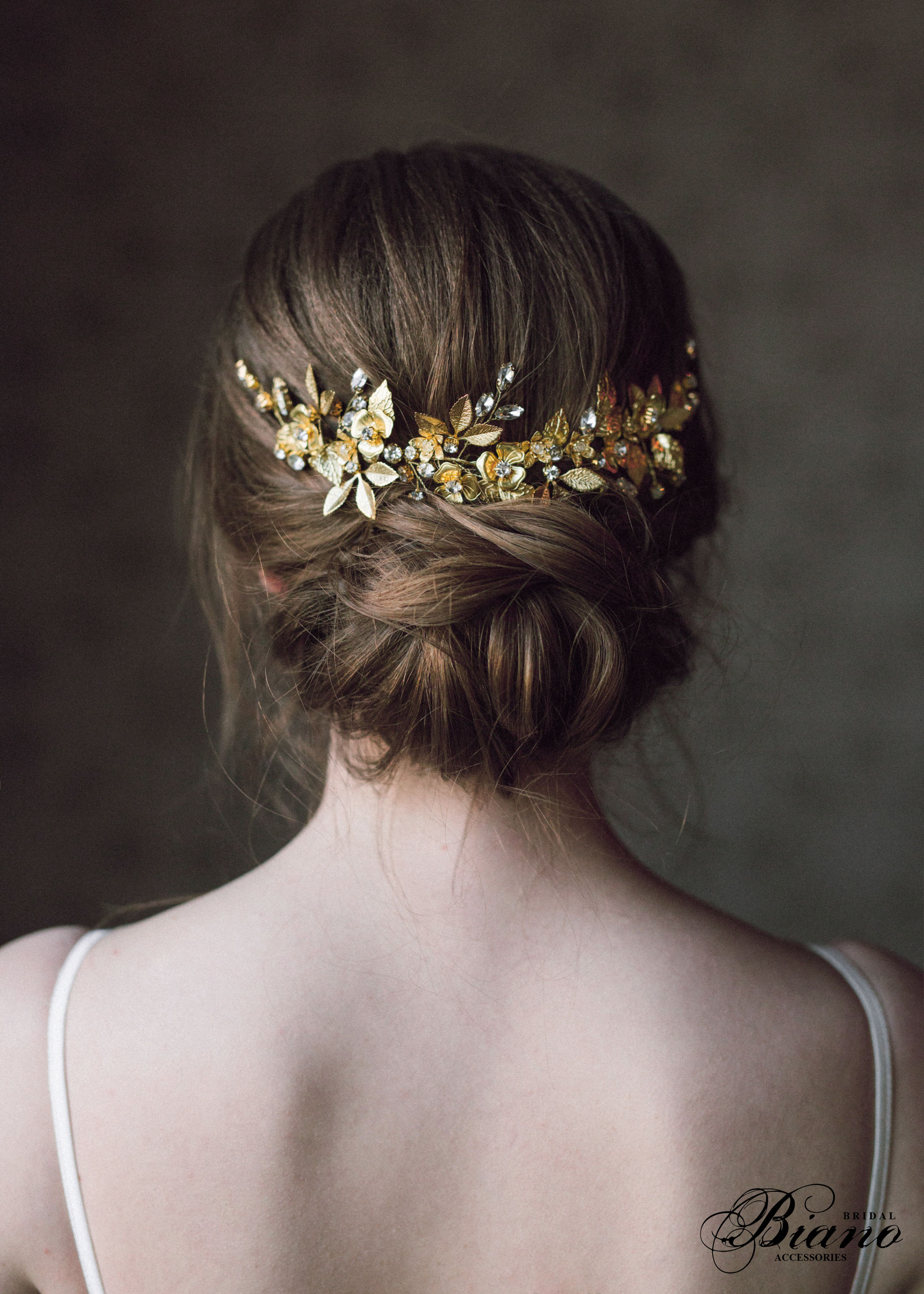 Find your perfect Bridal Hair Comb Gold - Handmade in SwitzerlandUnique DesignPossibility to Rush OrdersFree Shipping WorldwideCustomisable OrdersFast response on your questions