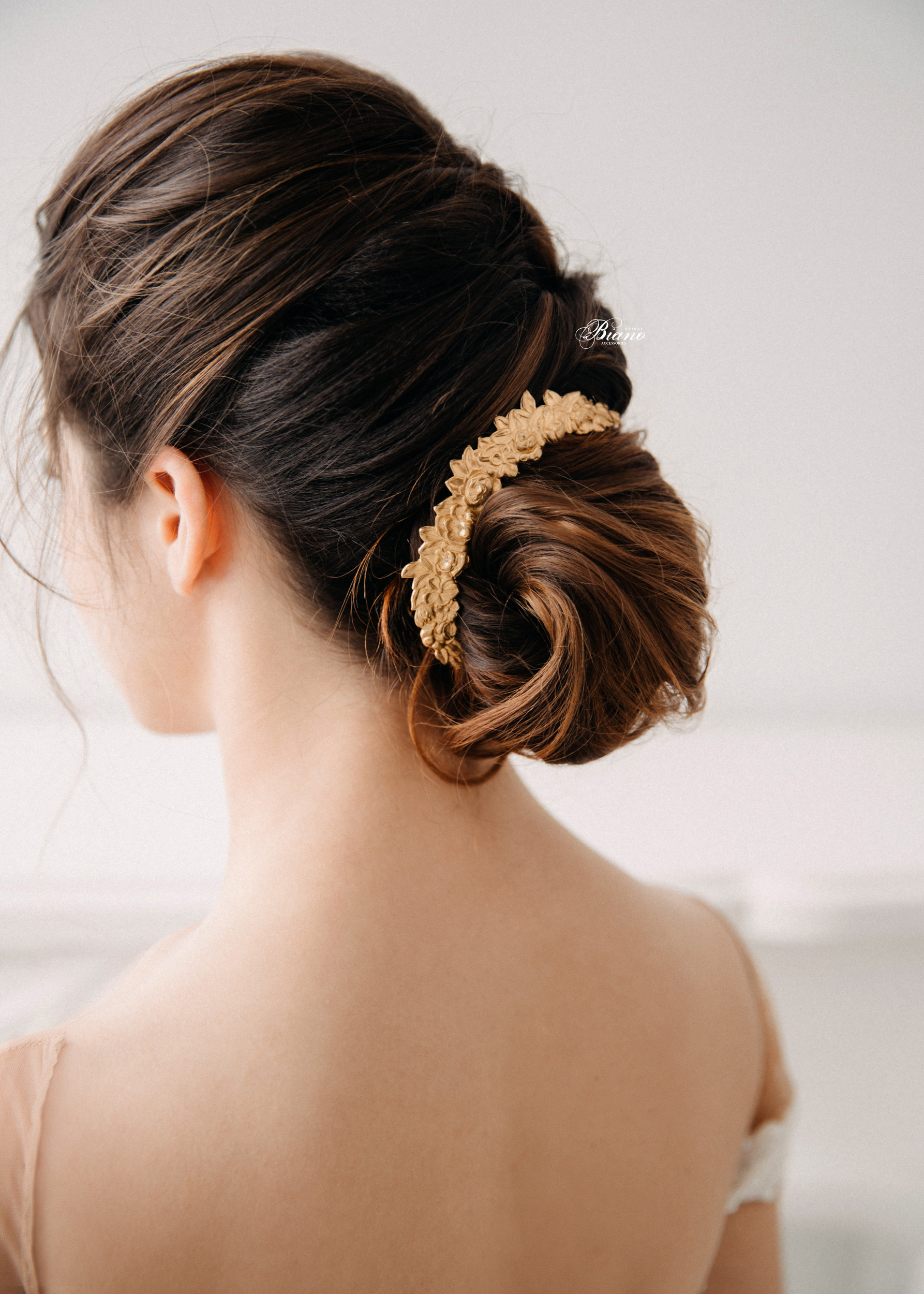 Find your perfect Bridal Hair Comb Vintage - Handmade in SwitzerlandUnique DesignPossibility to Rush OrdersFree Shipping WorldwideCustomisable OrdersFast response on your questions