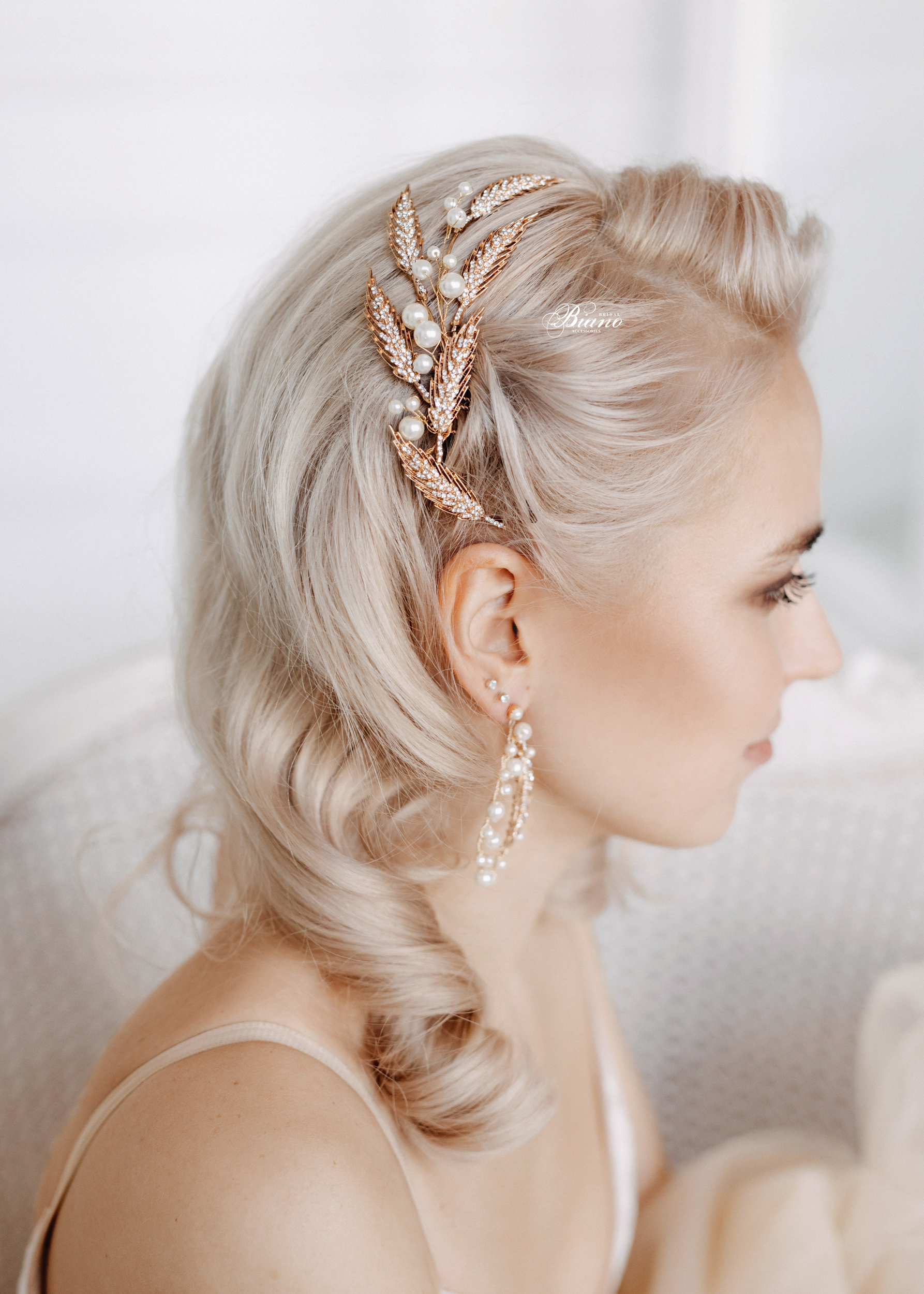 Find your perfect Gold Crystal Hair Comb - Handmade in SwitzerlandUnique DesignPossibility to Rush OrdersFree Shipping WorldwideCustomisable OrdersFast response on your questions