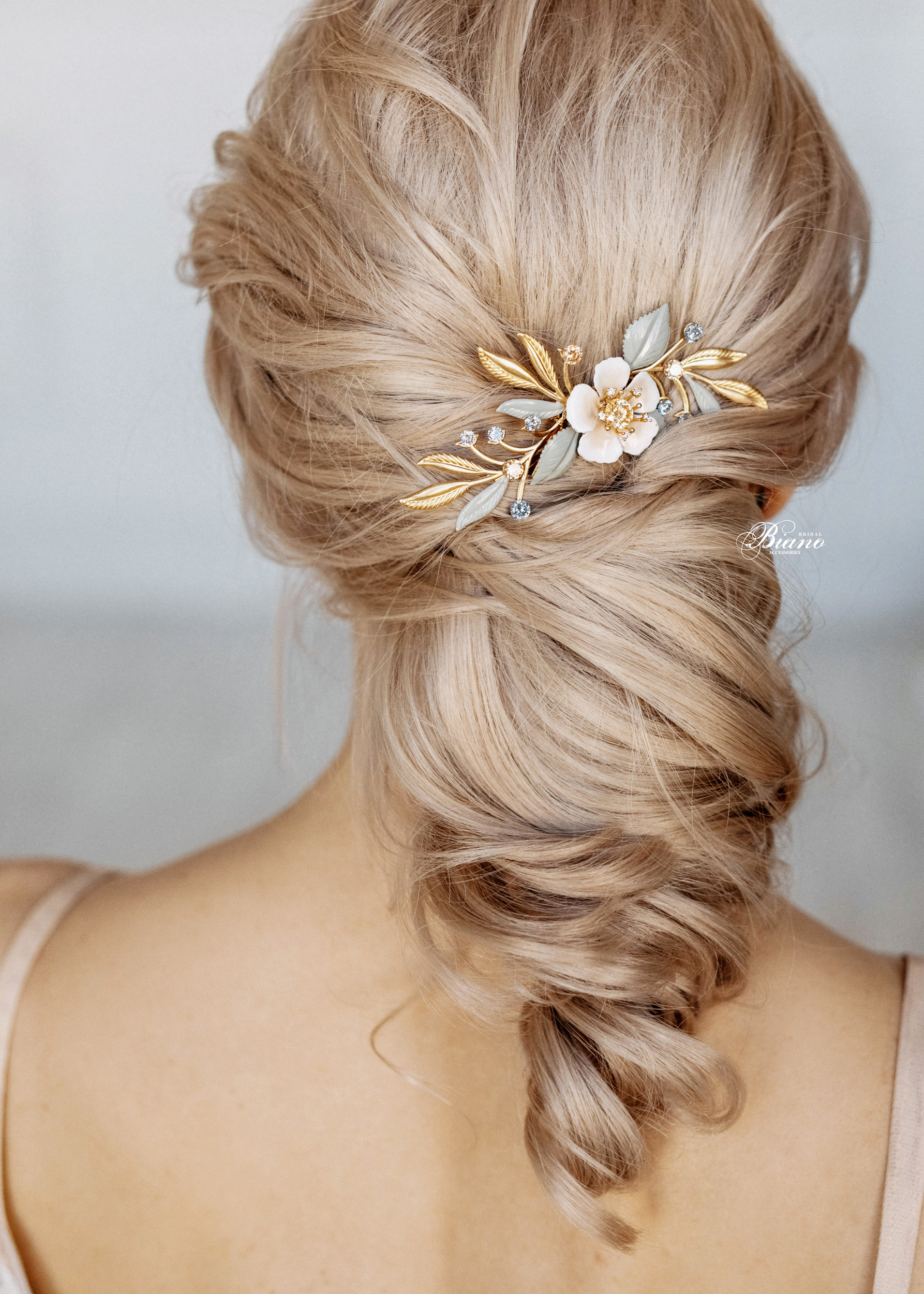 Find your perfect Hair Comb for Wedding - Handmade in SwitzerlandUnique DesignPossibility to Rush OrdersFree Shipping WorldwideCustomisable OrdersFast response on your questions