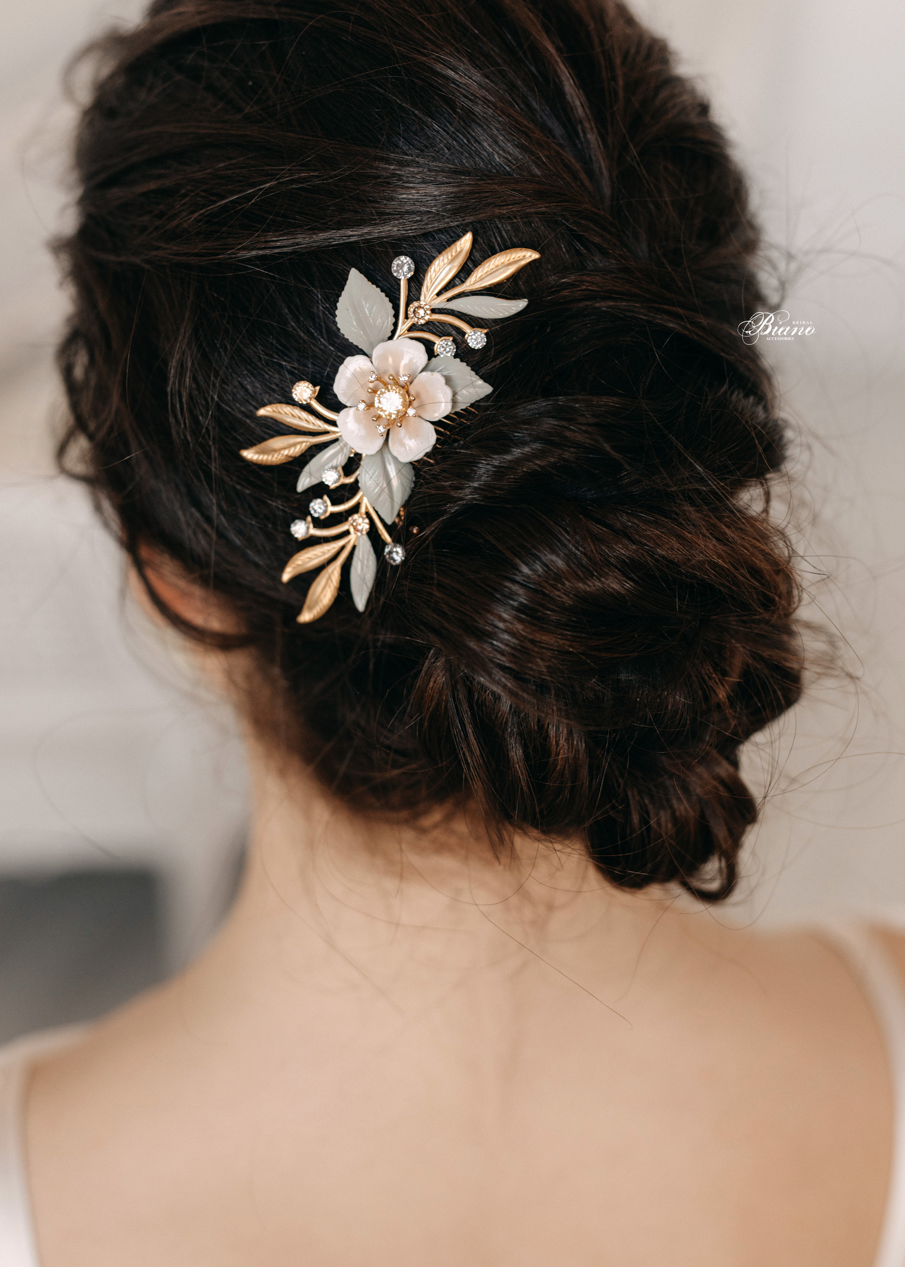 Find your perfect Wedding Hair Combs - Handmade in SwitzerlandUnique DesignPossibility to Rush OrdersFree Shipping WorldwideCustomisable OrdersFast response on your questions