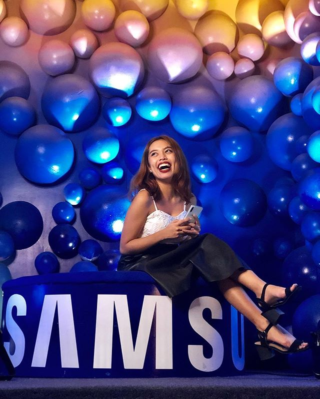 My reaction when Samsung gifted me with the newest #GalaxyA50PH!! 😱😂 Can you guess what camera feature I was most excited about? Clue: two words, it starts with an F, and I've been wanting to have my old phone fixed just for it!! 😂#CommentIfYouGetTheJoke!!! (📸 @jiiiilovesyou) • This post is in collaboration with @samsungph #SamsungALive #WithGalaxy #TeamGalaxy
