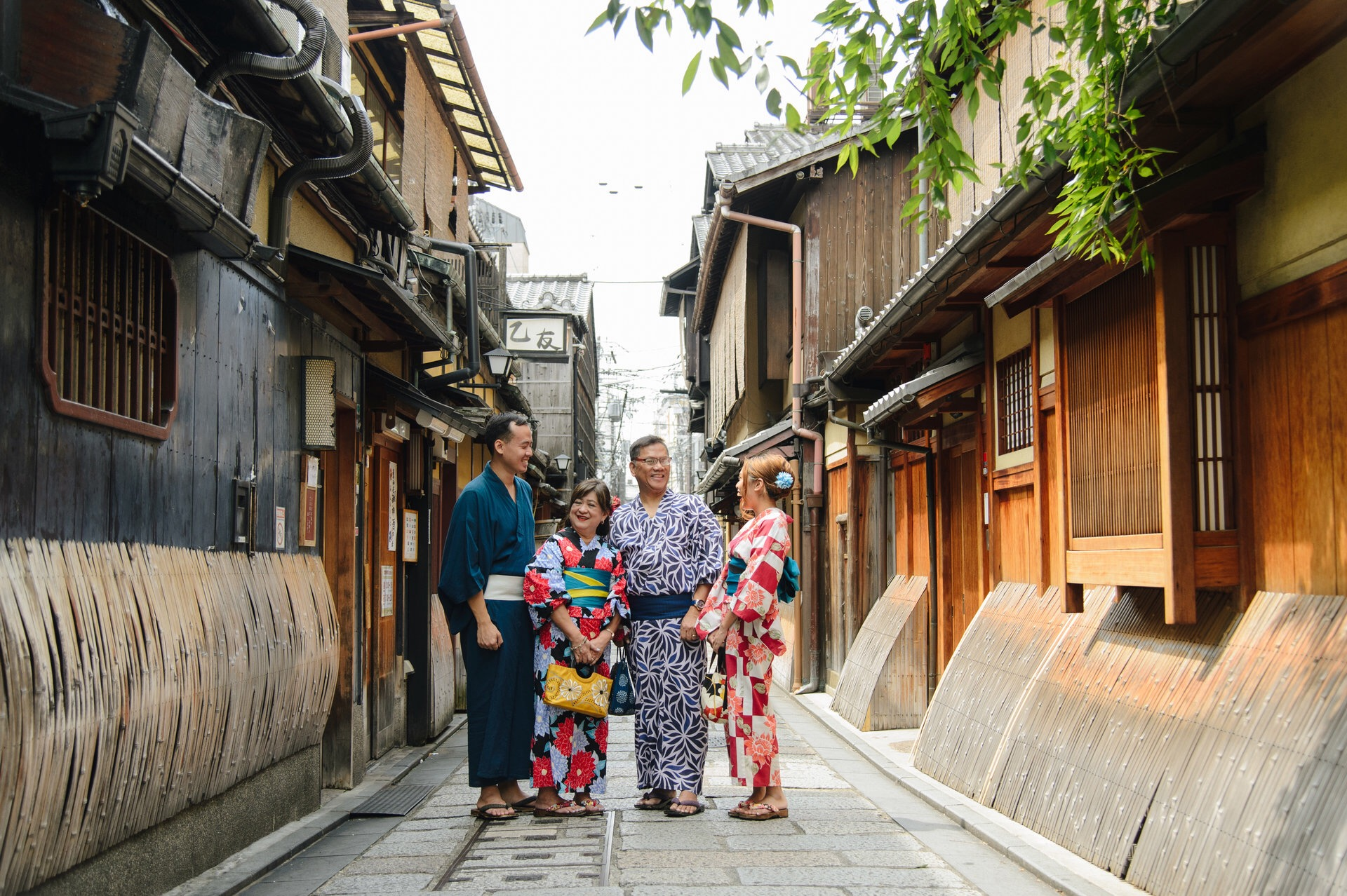 Family photo at the Gion District | Photo by Eriko of SweetEscape