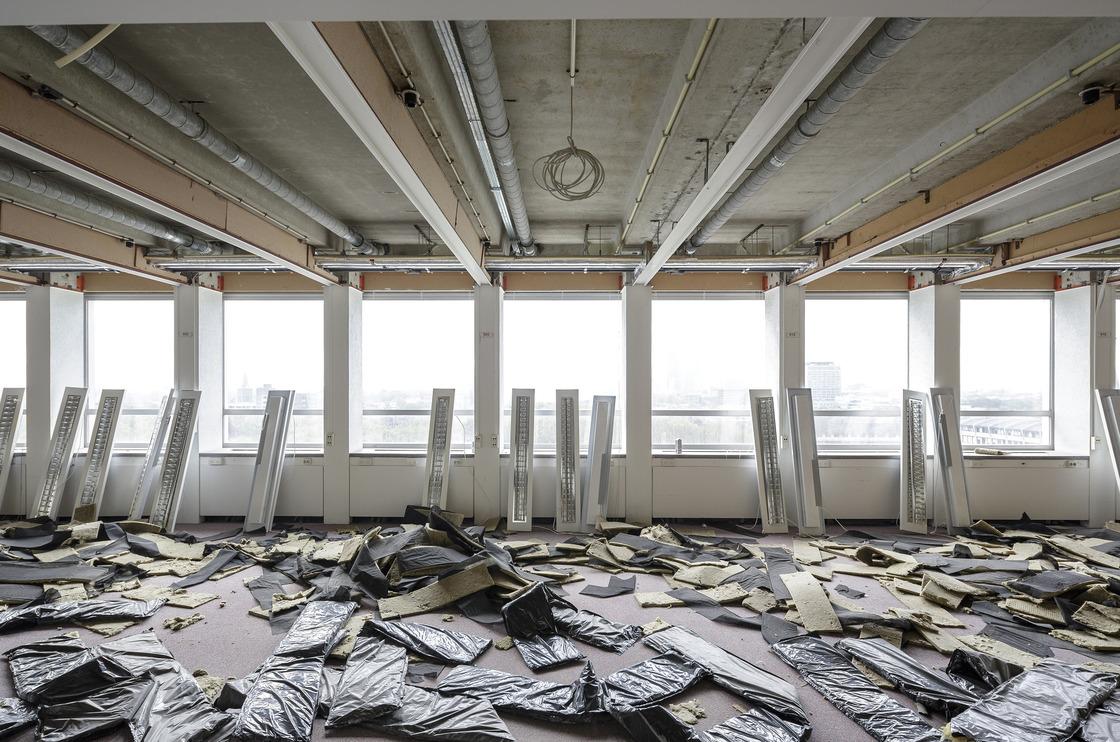 Gecontroleerd strippen van een gebouw door Cepezed