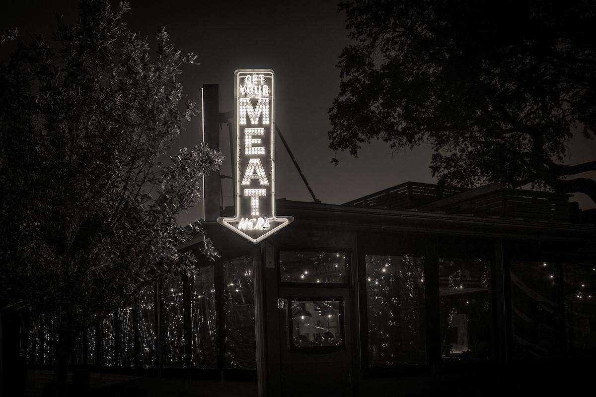 The neon lights beckon... Sony A7rII, Canon EF 24-70mm f2.8L