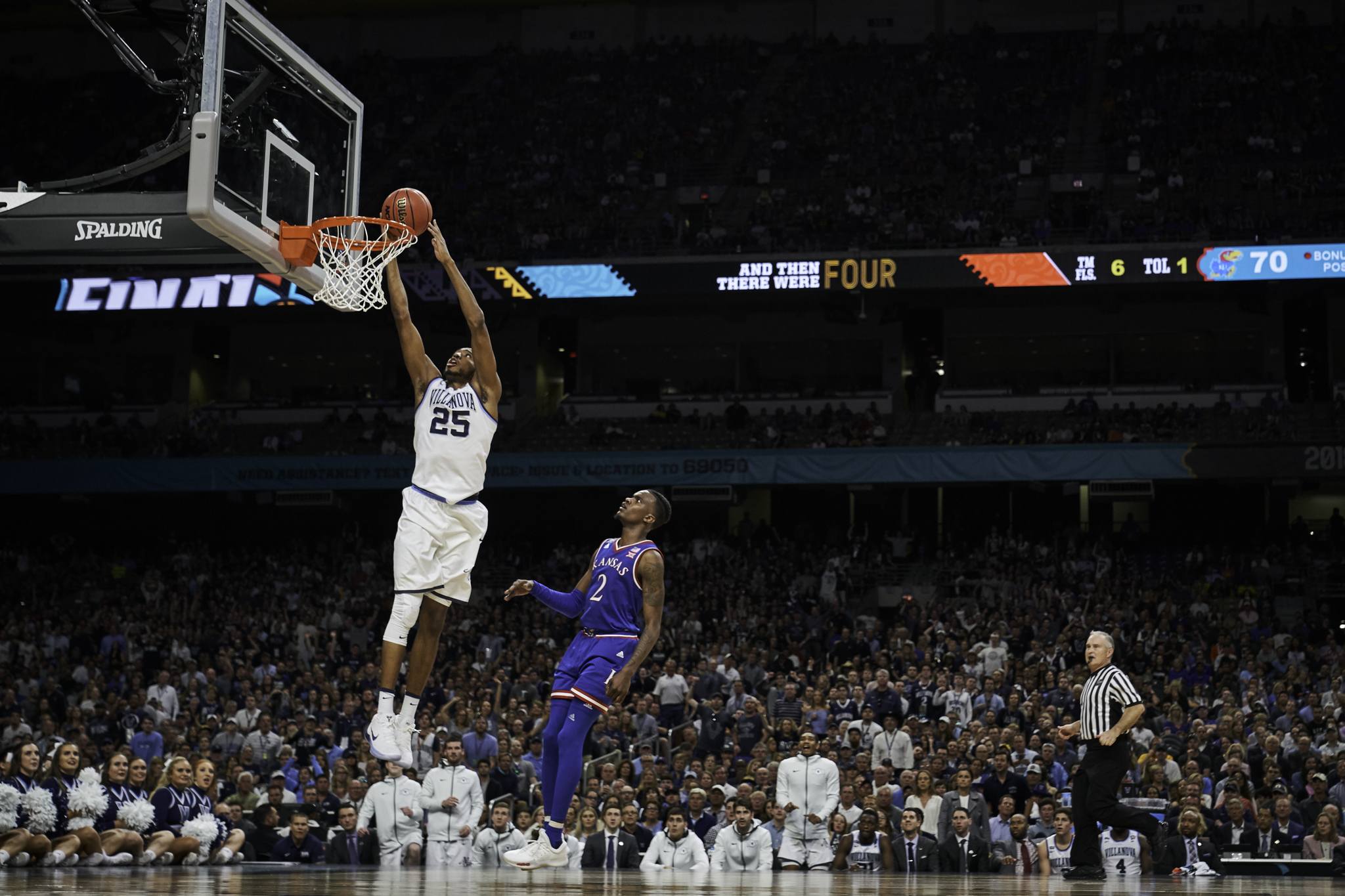 Lagerald Vick can only watch as Mikal Bridges finishes off a breakaway.  Sony A9, Sony 24-70mm f2.8 GM