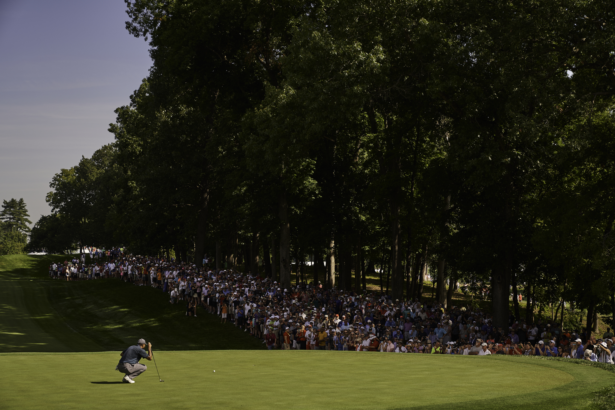 Tiger Woods lines up a putt on the 16th during Thursday's first round.  (Sony A9, Sony 70-200mm f2.8 GM)