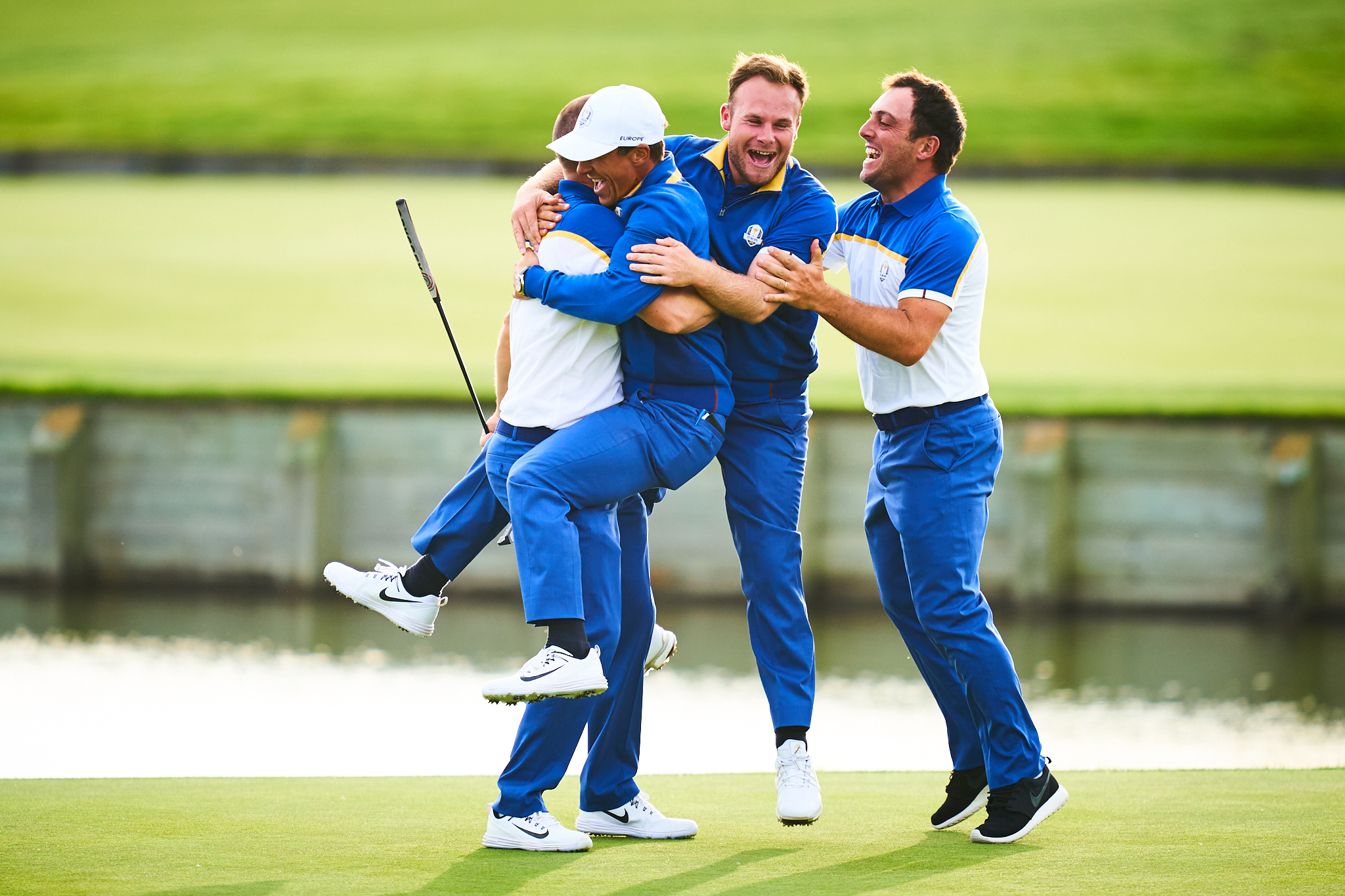 Alex Noren, Thorbjorn Olesen, Tyrell Hatton, and Francisco Molinari celebrate Europe's victory  Sony A9, Sony 400mm f2.8 GM-OSS