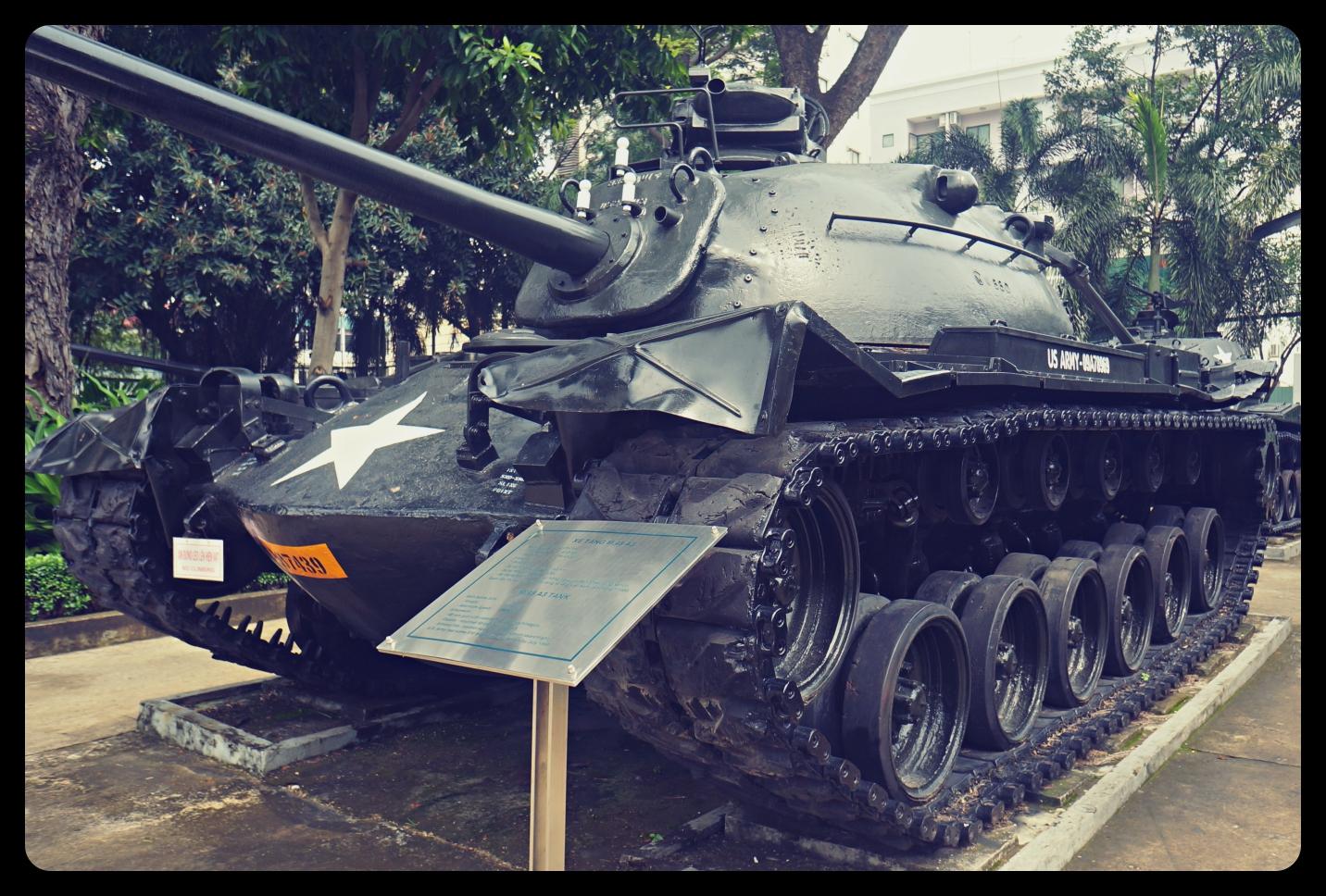 Czołg przed Muzeum Pozostałości Wojennych