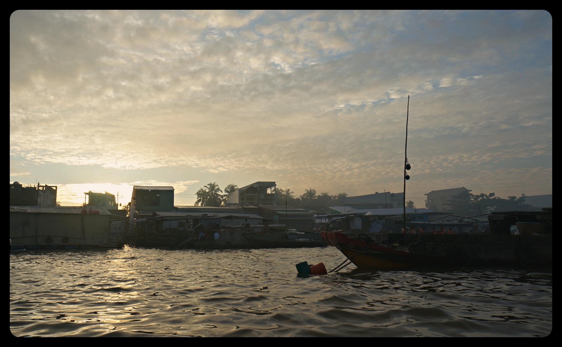 Wschód słońca nad DeltąMekongu