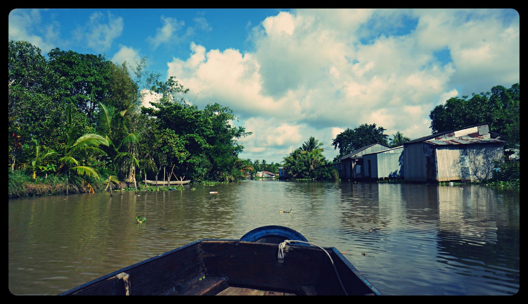 Prowizoryczne domy biednych mieszkańców Wietnamu