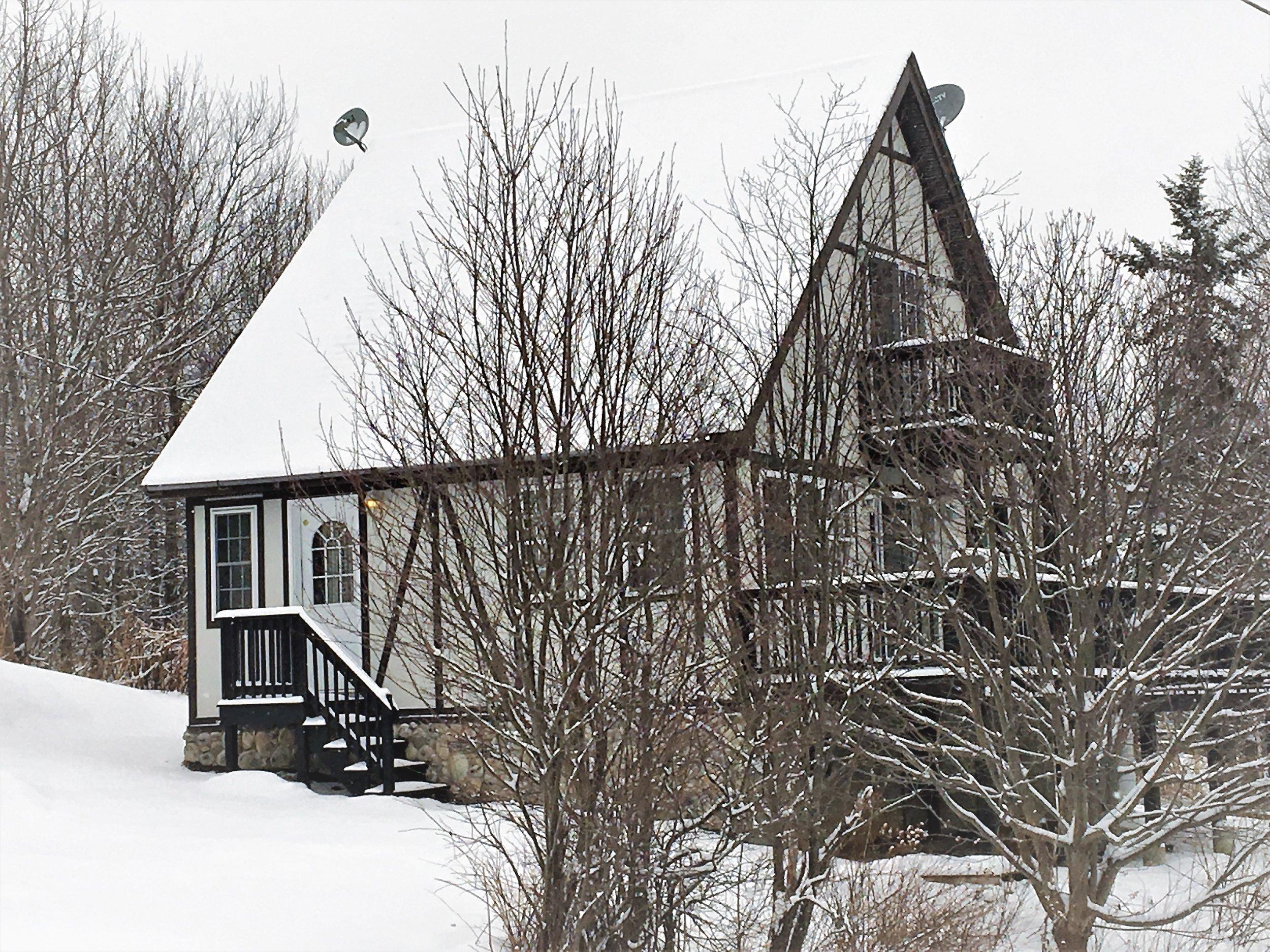 Lingerhere - Ski Cottage.jpg