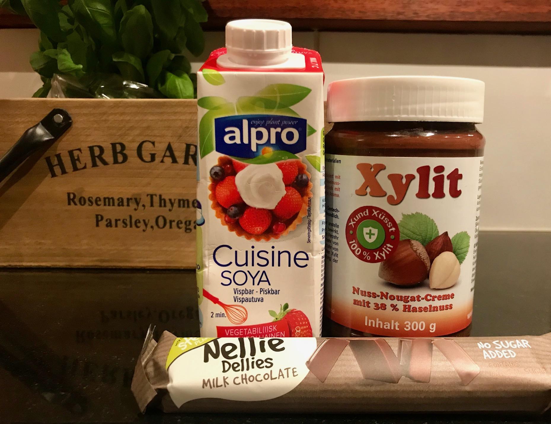 Så här ser ingredienserna ut. Oftast gör jag alltså glassen enbart på två ingredienser; Cuisine soya och Xylit. Mums!