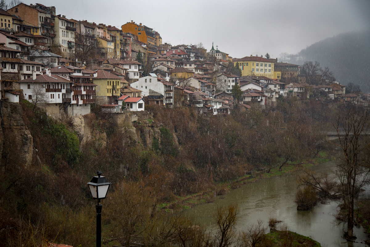 A u-shaped river flows through the center of Veliko Târnovo's historic center.