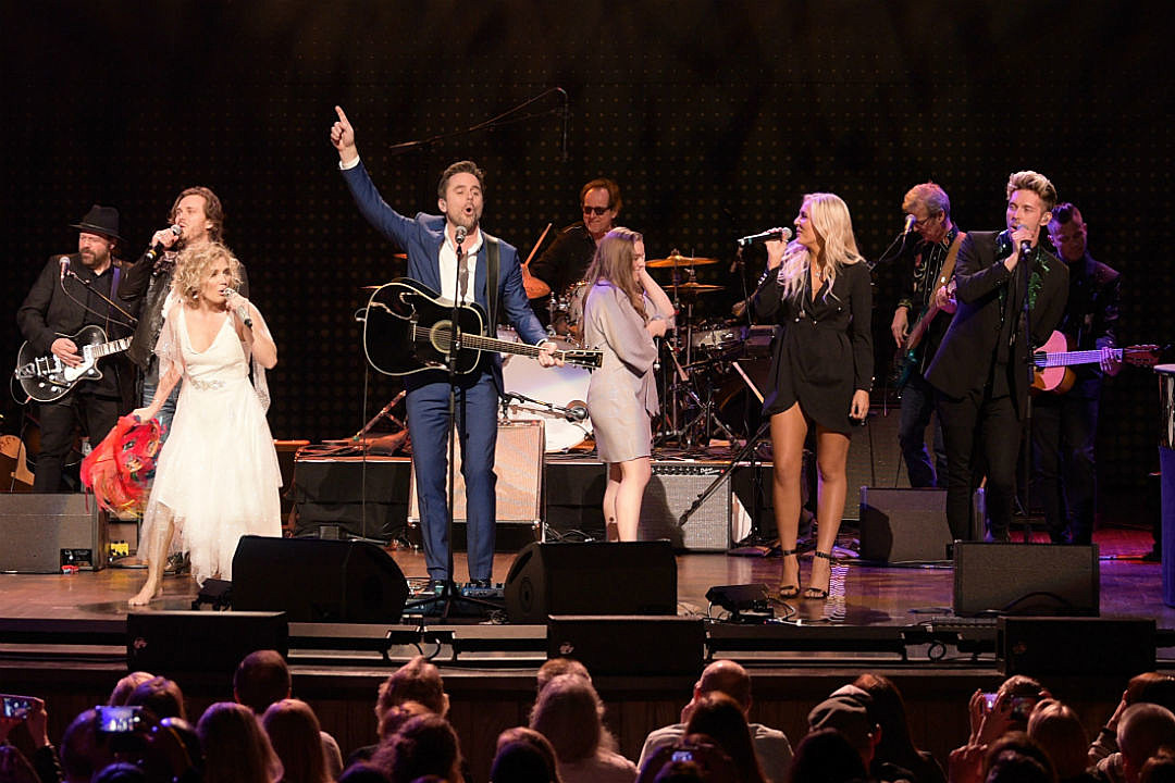 The  Nashville  season finale breaks the fourth-wall and becomes a live music show at the Grand 'Ol Opry's Ryman Auditorium.