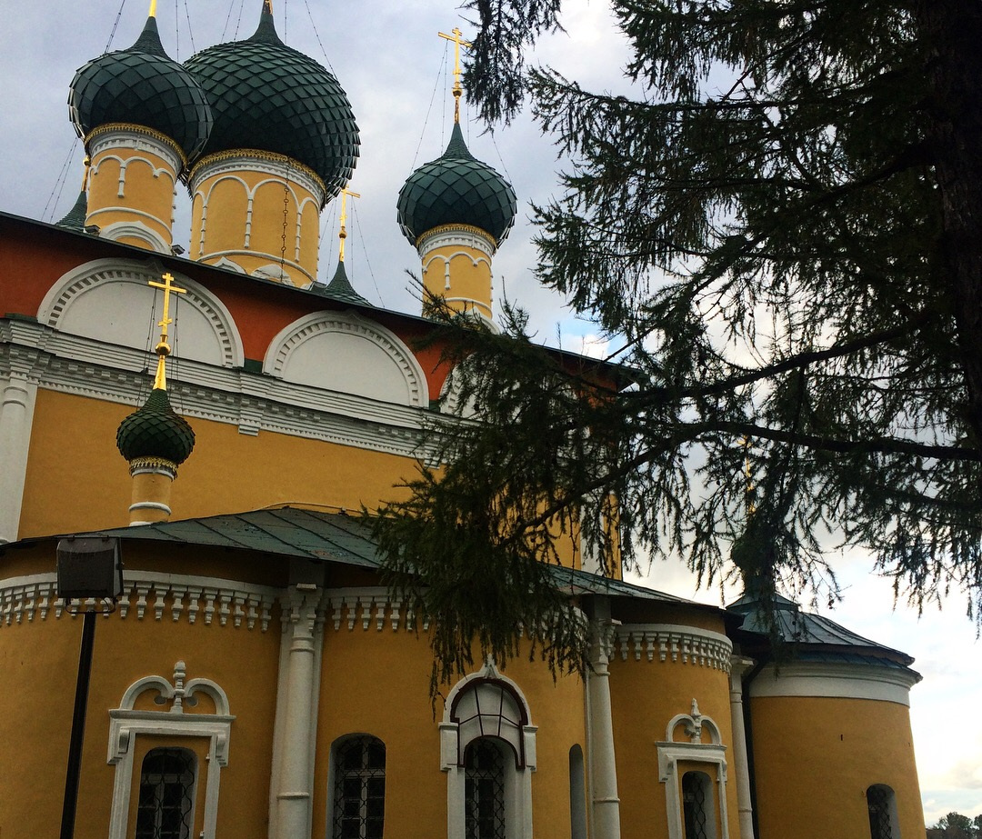 A colorful orthodox church in Russia on the banks of the Volgograd River.