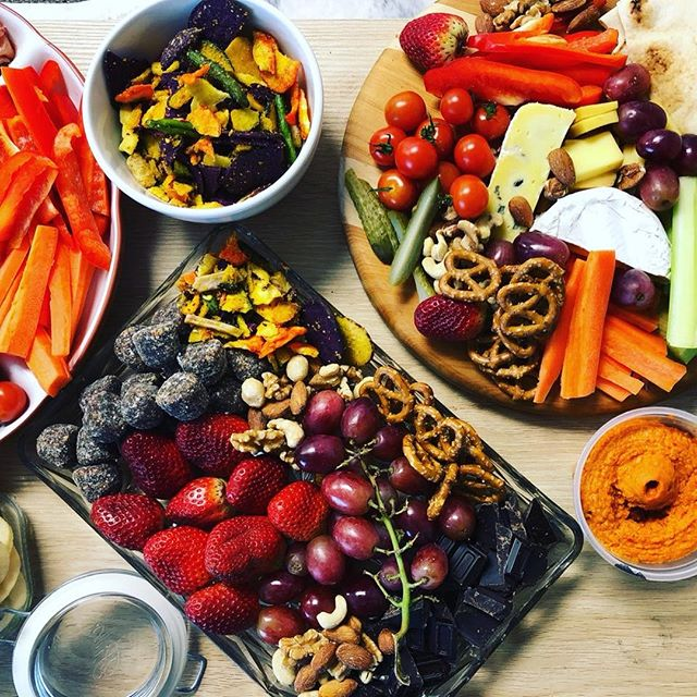 This post is brought to you by 3:30-itis 😅  Snacking is a real problem area for those trying to achieve better healthy eating habits. Even harder is creating party food platters that won't break the bank, yet will keep you sated, and your taste buds happy.  Do you have a party coming up and you're at a loss on how to make one that isn't stuffed with sugar, salt and low on processed foods? Here's a platter that we created earlier!  The ingredients include .... Carrot, pickles, capsicum & celery sticks 🥕 Pretzels (keep an eye on the portion sizes!) 🥨 Fruit of any kind, here we have strawberries, grapes, cherry tomatoes 🍇🍓🍎  Hummus (you can make your own, or buy from the shops)  Nuts (unsalted is best for you!) 🥜 Baked veggie chips (these are SO tasty)  Protein balls (homemade is best) Cheese! (again keep an eye on the portion sizes) 🧀  You can now make a healthy platter like the best of em! Go forth and graze!   #healthyplatter #fruitvege #nuts #snacking #platters #nosugar    