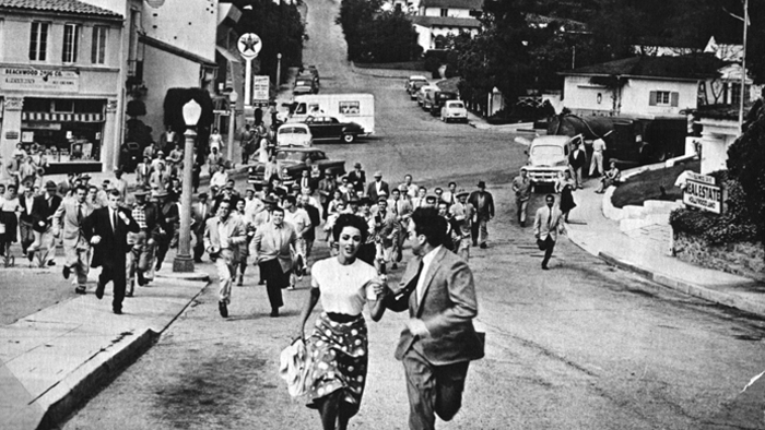 #23) Invasion of the Body Snatchers (-2) - (1956 - dir. Don Siegel)