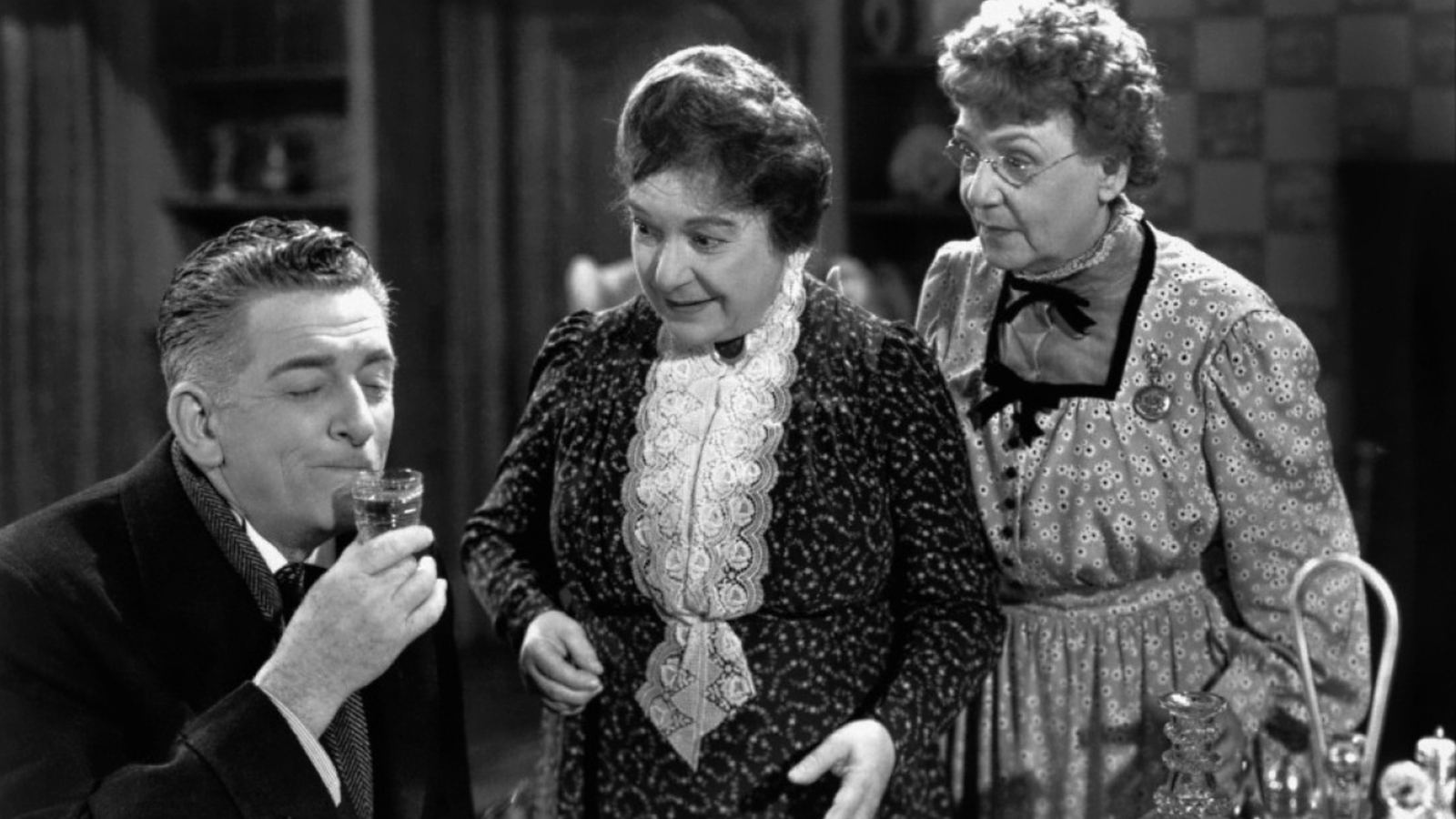#77) Arsenic and Old Lace - (1944 - dir. Frank Capra)