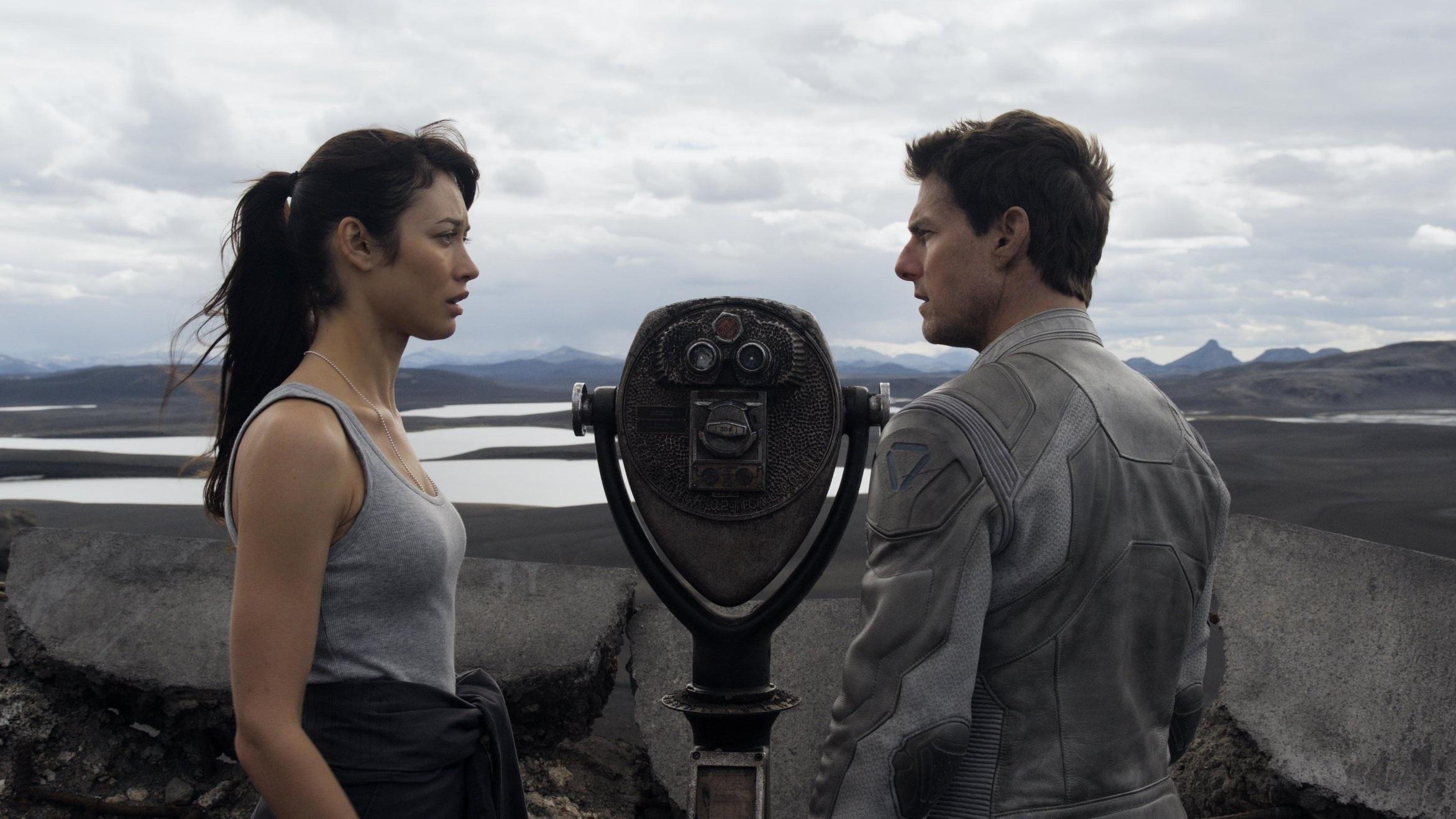 #99) Oblivion - (2013 - dir. Joseph Kosinski)