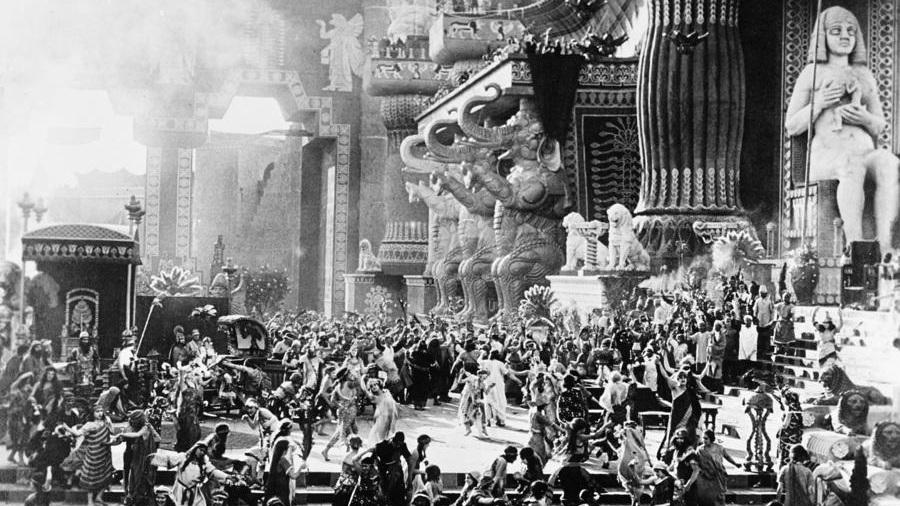 #4) Intolerance - (1916 - dir. D. W. Griffith)