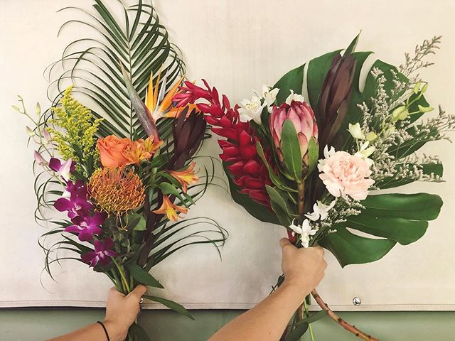 It's TODAY! Come see Amy and I at Madewell from 11:00-2:00 for our tropical summer celebration 🌴 We've got buckets of unique blooms and lots of shirts for you guys 😍 We are there rain or shine! See you soon!