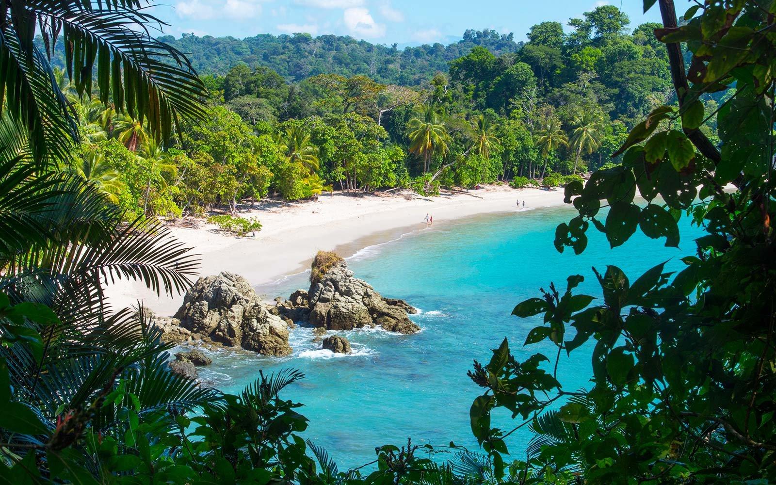 manuel-antonio-beach-costa-rica-CRFLIGHTDEAL1017.jpg