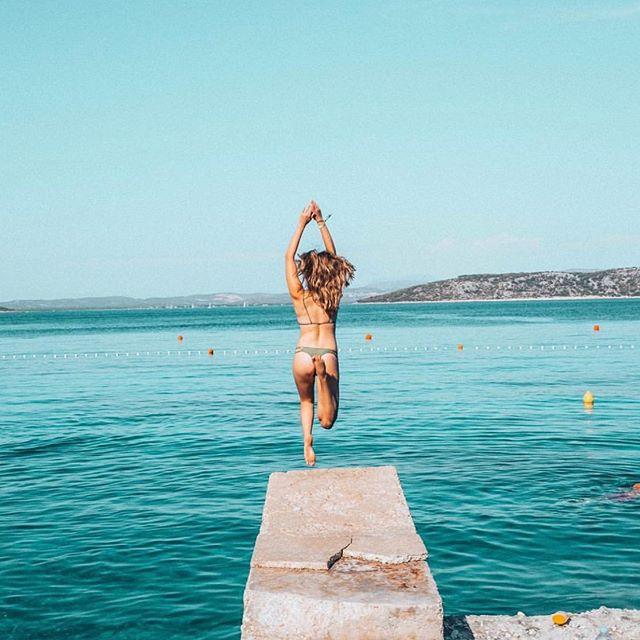 [Sold out] Summer Daze Retreat with @moncits - 🌊 +☀️+🧘♀️ #ventureintowellness 📸 by @allybmartin