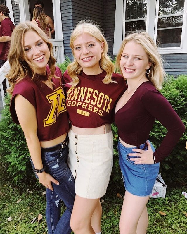 My UMN babiessss (common theme: roomies stick together). I'm also going to use this game day post to s/o these people and all my friends here. I love you all so much, what would I do w out  youuuu❣️😭