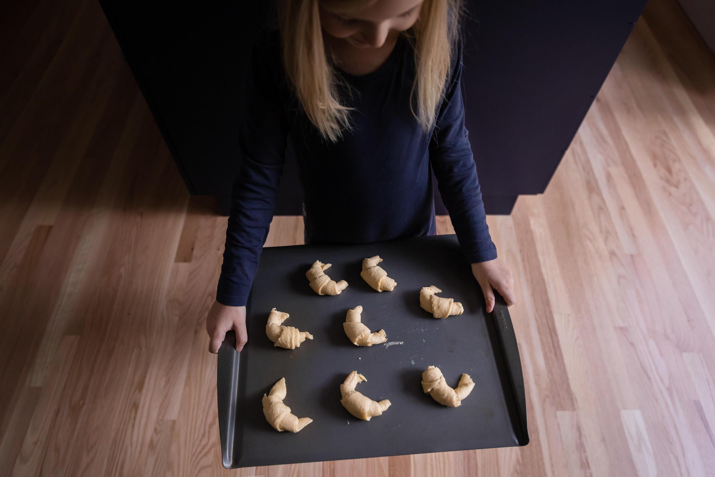 kids-cooking-In-Home-photography-family-session-portland-oregon-rebecca-hunnicutt-farren-22.jpg