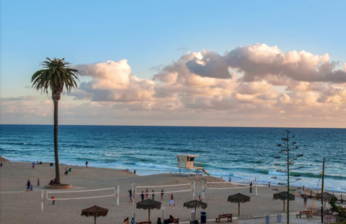 Moonlight Beach in Encinitas, California gets parents' seal of approval for its baby and toddler friendliness.