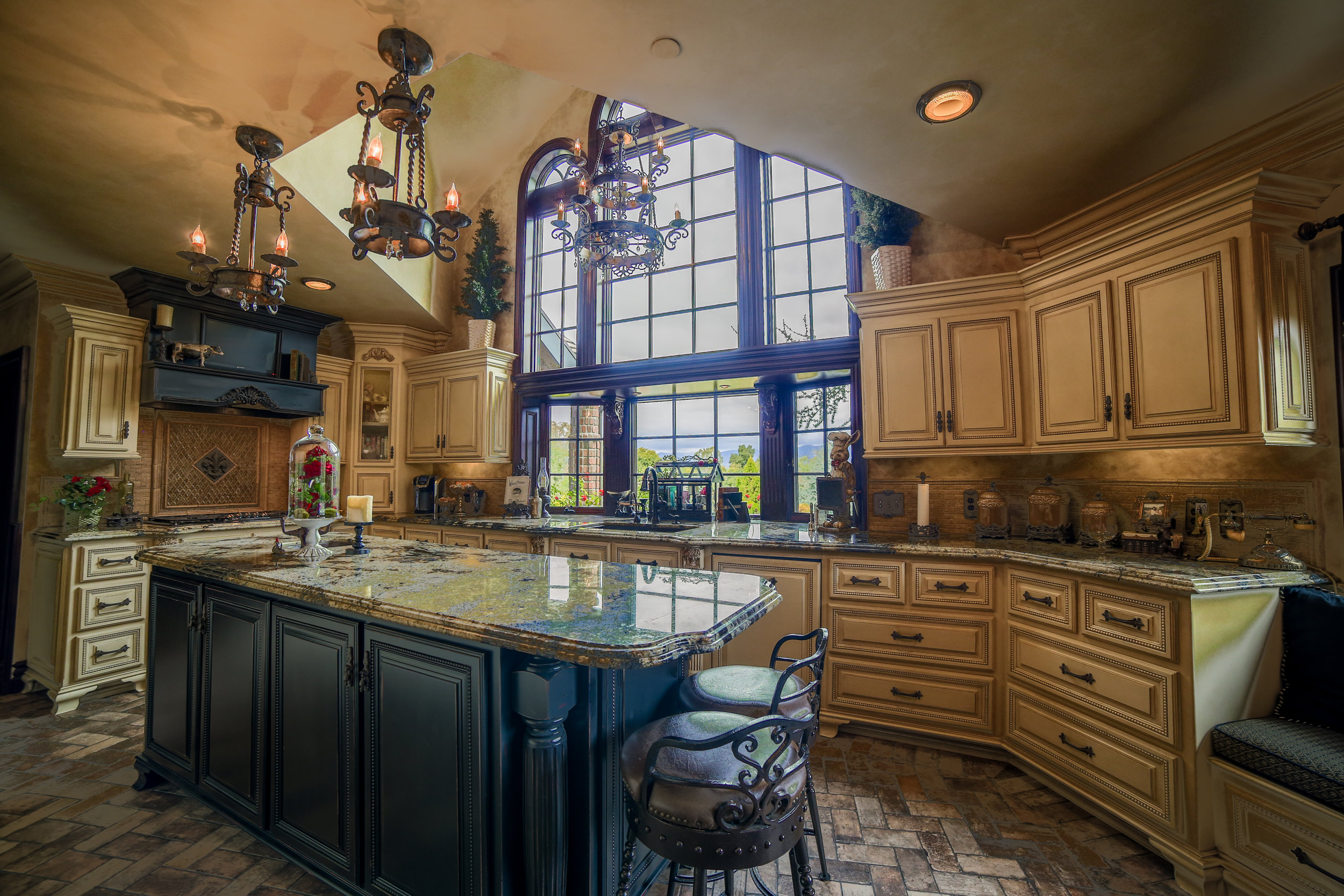 Real Estate Photography of Large Kitchen