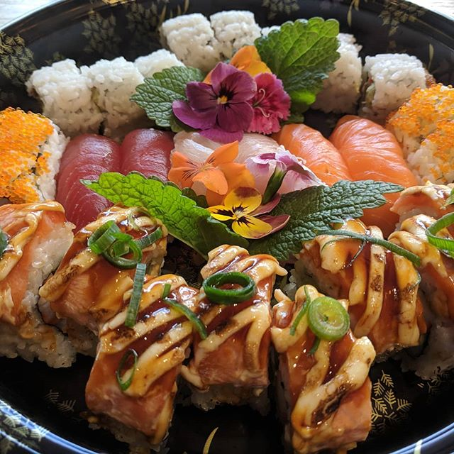 A sushi platter perfect for a picnic 😍😍