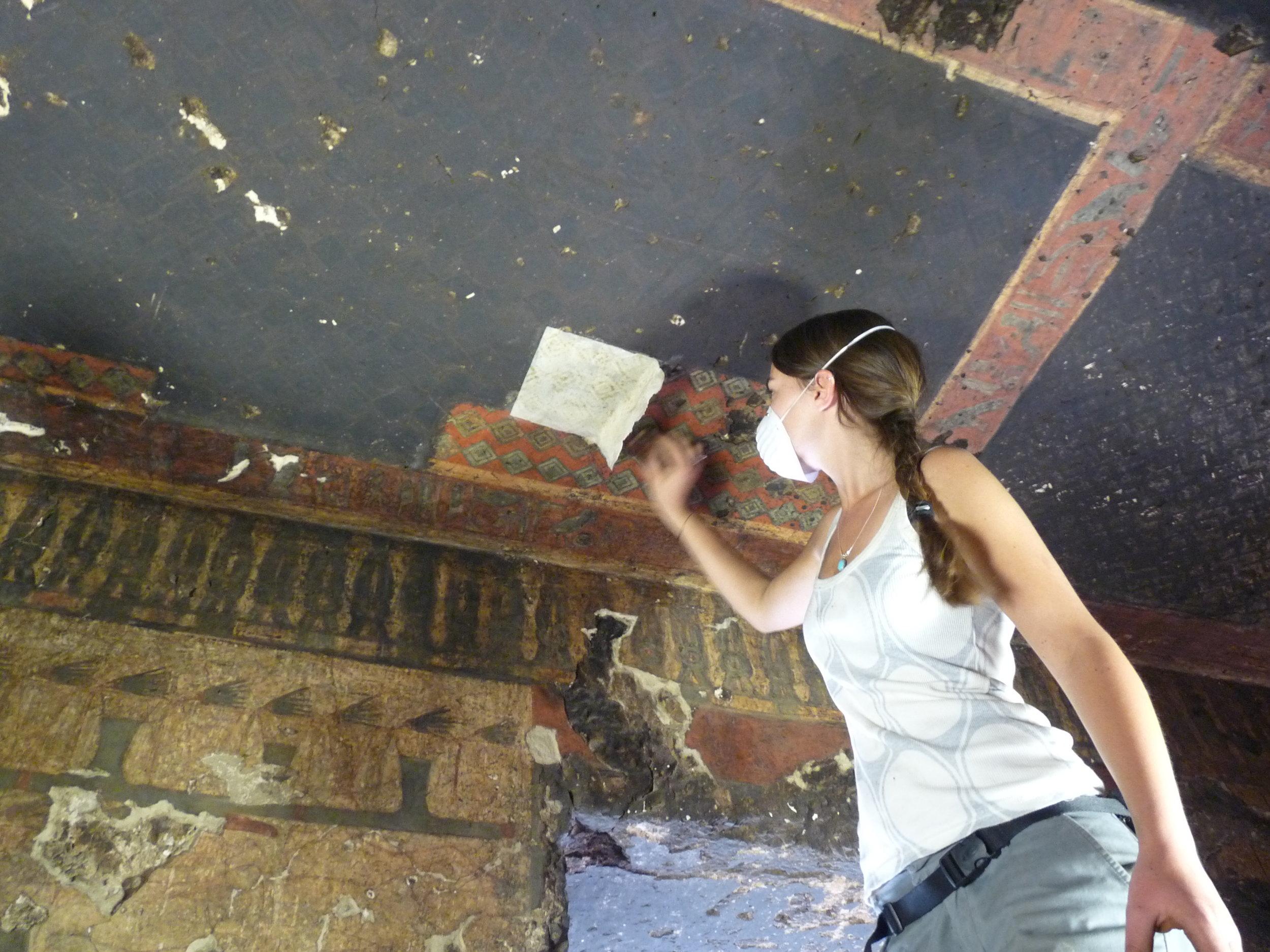 Restauration de peintures murales et fresques, Vallée des nobles, Luxor, Egypte.JPG