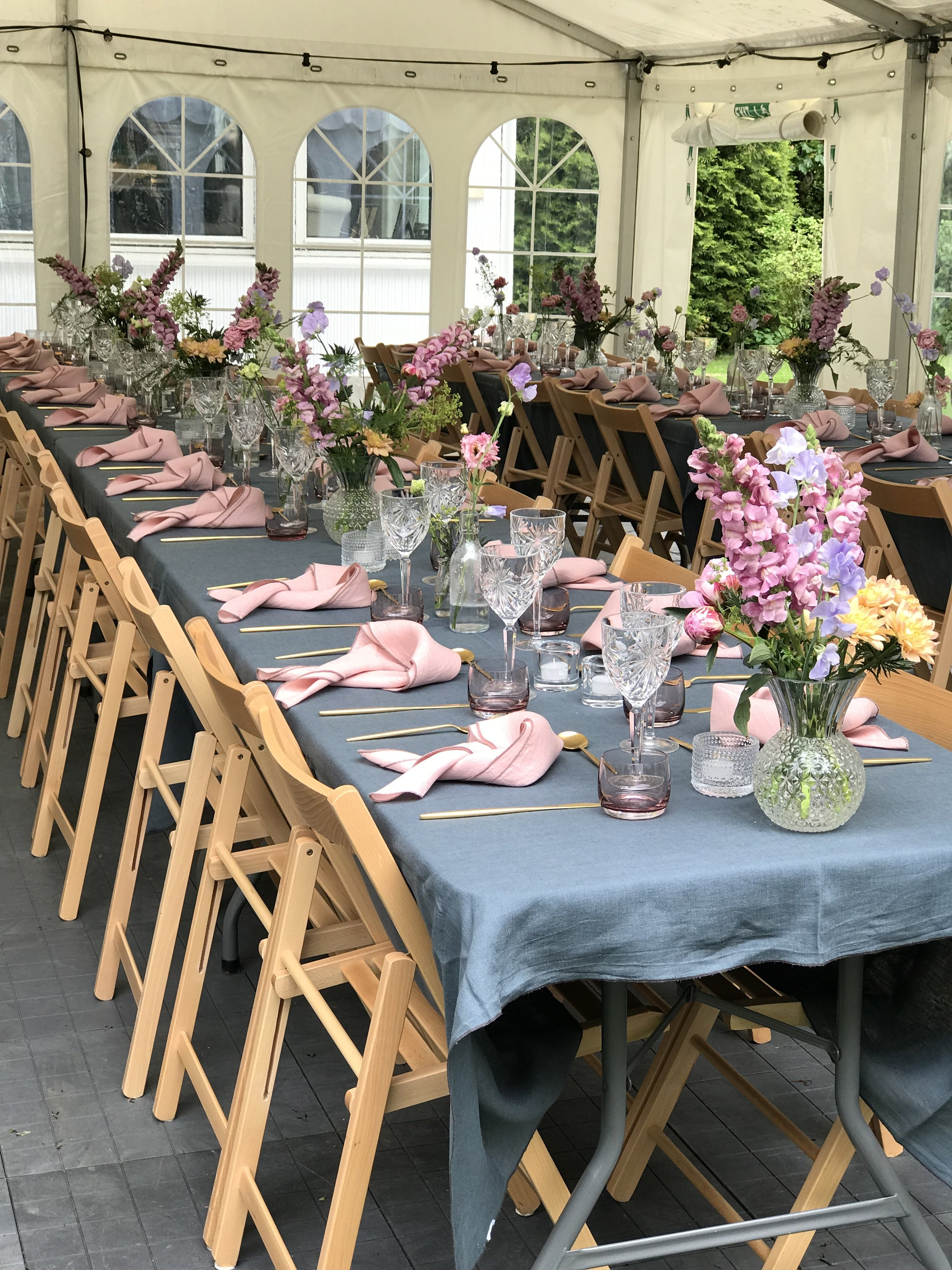 Sommerbord i blått og rosa