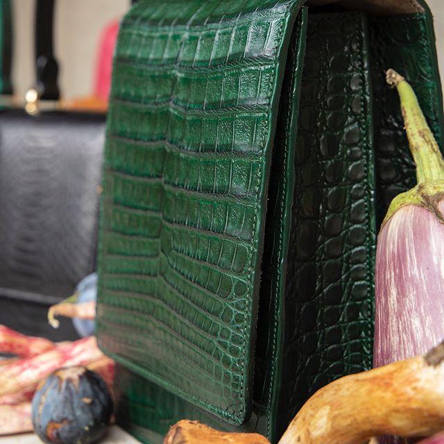 Naturals... #crocodilehandbag #crocodilebag #luxuryhandbags #luxurybrand #bespokebag #bespokecouture #emerald #madeinmilan #madebyhand #madeinitaly #italian #milan #mfw #pfw #couturefashion #couturefashionweek #madetootder #artisan #luxuryleathergoods